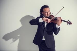 Concert Rock Violinist Aaron